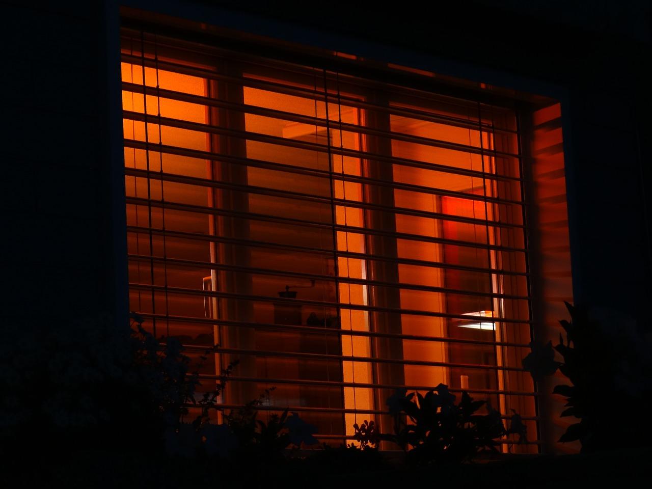 Houten jaloezieën als eyecatcher voor je woonkamer